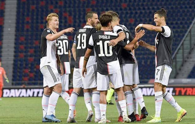 Sarri và cơn đau đầu với bài toán hàng thủ của Juventus