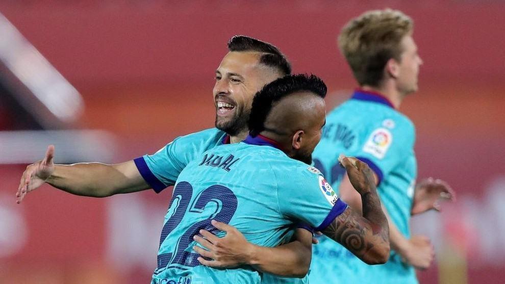 """""""Hầu cận'' của Messi: """"Barca đang hướng đến 10 trận chung kết còn lại''"""