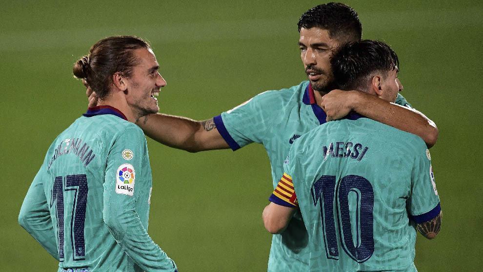 """Lập cú đúp kiến tạo, Messi tiến sát """"siêu kỷ lục"""" của Xavi"""