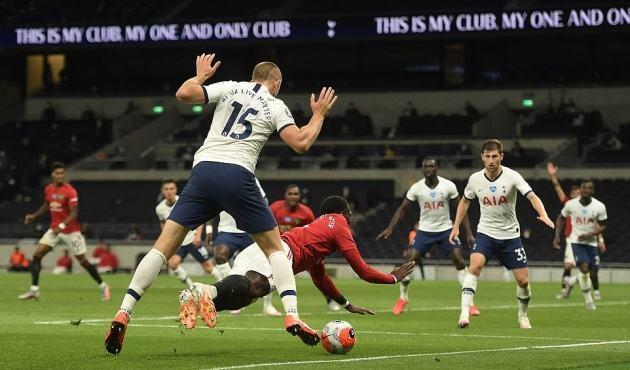 Rõ lý do vì sao Pogba phải dự bị trận gặp Tottenham