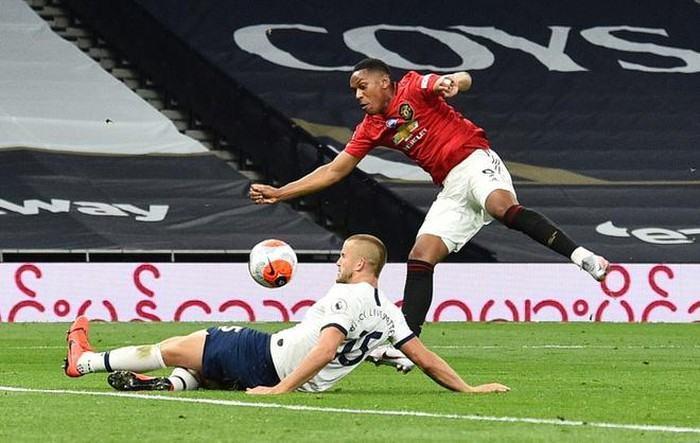 """Mourinho: """"1 trận đấu khó khăn với sao Man United đó"""""""