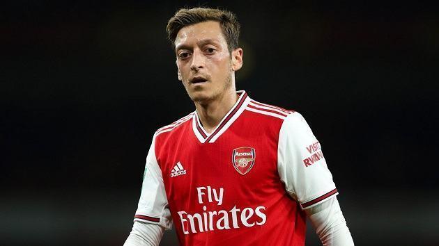 Mesut Ozil sẽ ảnh hưởng đến việc Arsenal giữ chân Aubameyang thế nào?