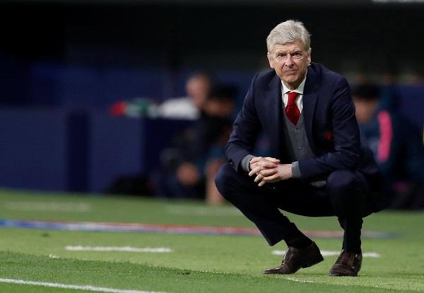 Từ trứng cá muối, Arsenal giờ phải quen với xúc xích