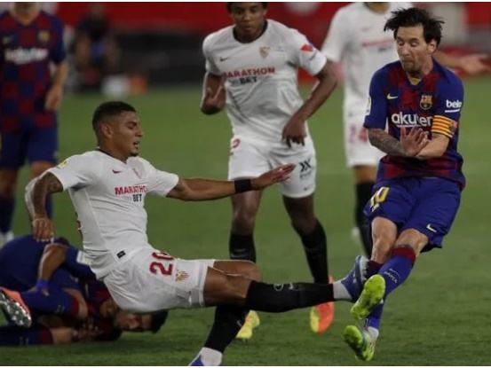 Rõ nguyên nhân khiến Messi điên tiết với hậu vệ Sevilla