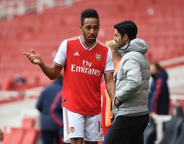 """Cựu sao Arsenal: """"Họ đã tự bắn vào chân mình"""""""