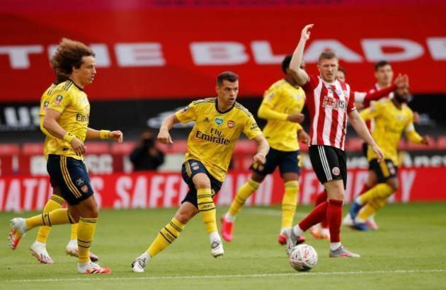 """""""Kẻ lưu lạc"""" tỏa sáng, Arsenal nhọc nhằn bước vào Bán kết FA Cup"""