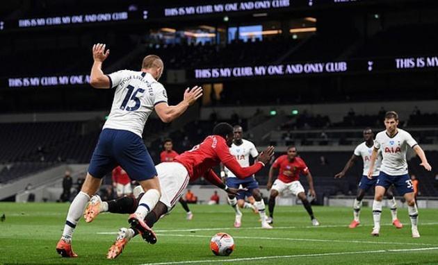 Pogba và Fernandes ghi dấu ấn, Man Utd hú vía trước Tottenham
