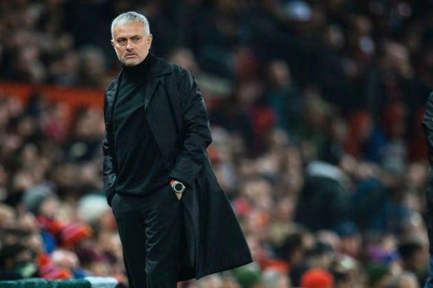 Jose Mourinho báo tin buồn cho người hâm mộ
