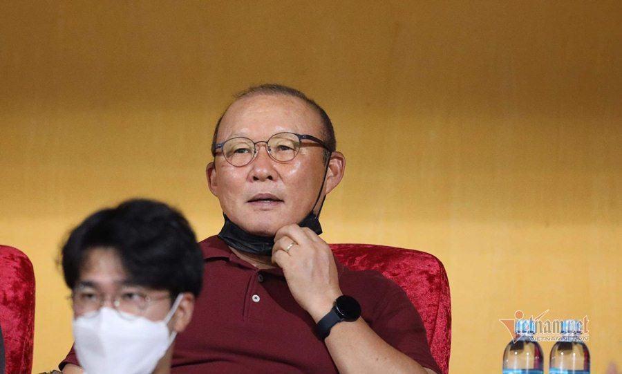 Tuyển Việt Nam: Thầy Park vừa cười đã vội lo