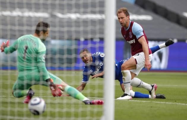 Thất thủ trước Everton, West Ham mang hy vọng lớn cho Liverpool
