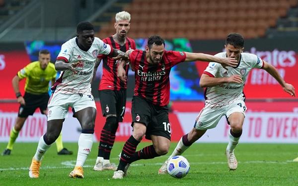AC Milan tự đẩy mình vào thế khó