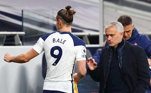 Gareth Bale tỏa sáng, người đại diện quay sang chỉ trích Mourinho