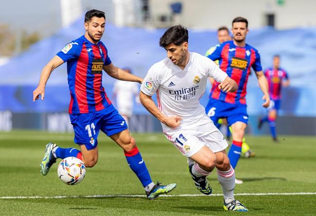 """Real cân nhắc chia tay """"hoàng tử thành Madrid"""""""