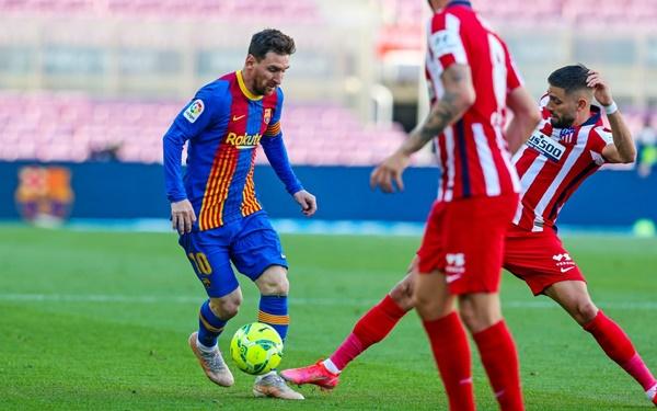 """Jan Oblak """"phá"""" siêu phẩm của Messi, Atletico triệt tiêu hy vọng vô địch của Barca"""