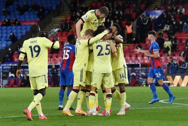 """""""Thiên thời địa lợi"""", Arsenal có giành được suất Europa Conference League?"""