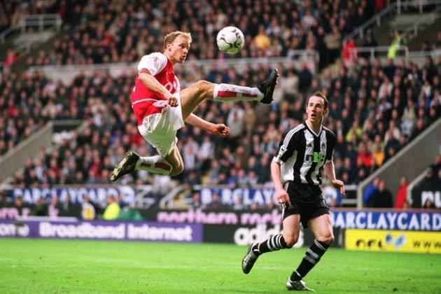 """CHÍNH THỨC! """"Đôi chân ma thuật"""" của Arsenal bước vào Ngôi đền huyền thoại Premier League"""