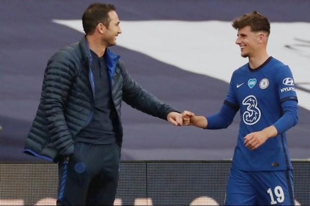 'Tôi xem cậu ấy như đội trưởng tương lai của Chelsea'