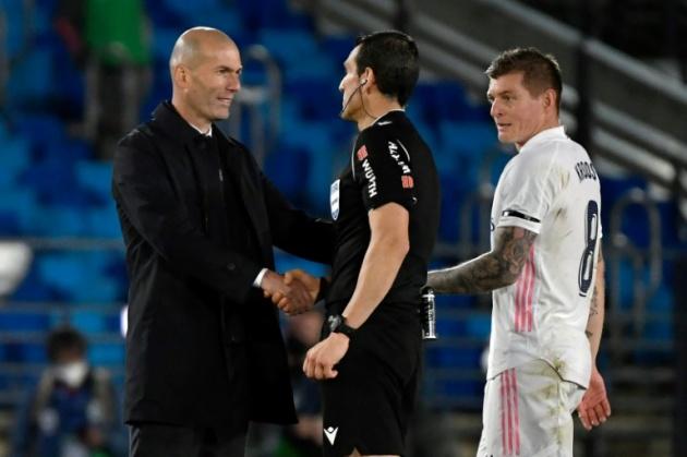 Zidane và Real đã tự bắn vào chân mình