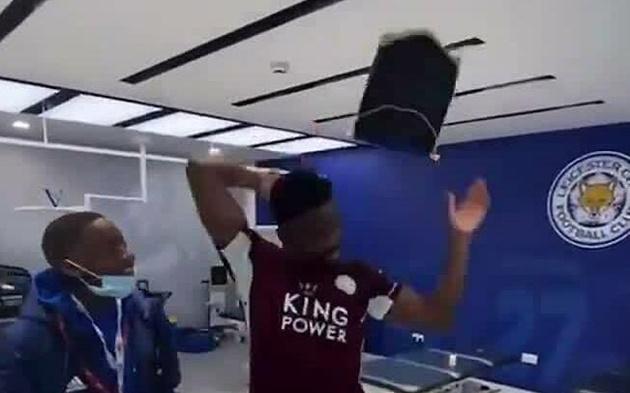 2 ngày sau khi vô địch, Leicester xin lỗi Chelsea
