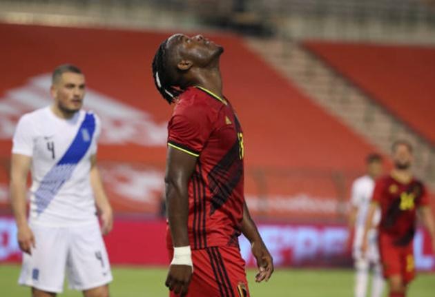 'Tí hon Chelsea' dự bị vào sân rồi lại rời sân, đồng đội bị Lukaku hành