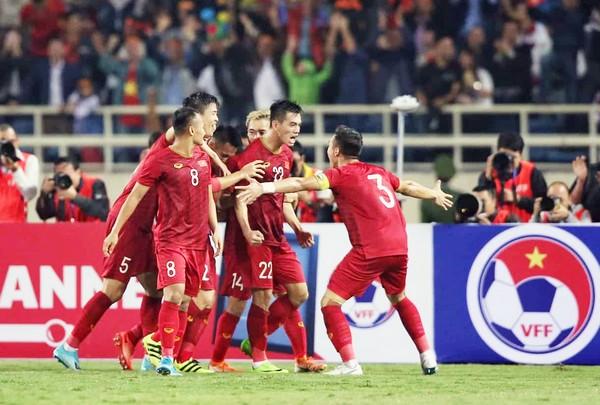 ĐT Việt Nam rơi 2 bậc trên BXH FIFA; Viettel sẵn sàng dự Champions League