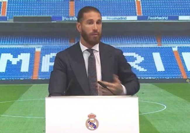 Ramos vừa khóc vừa phát biểu trong buổi lễ tri ân tại Real Madrid