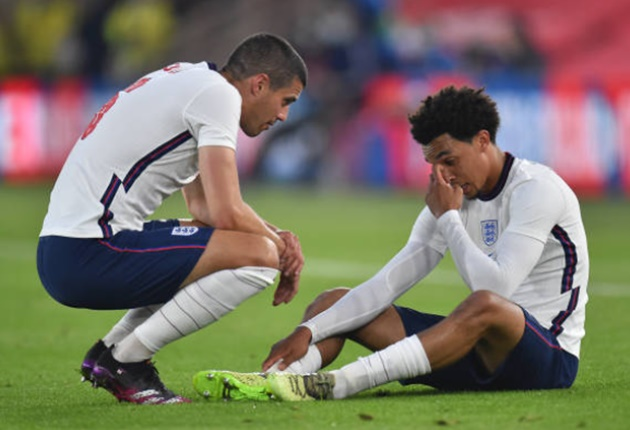 Quá đen đủi, Alexander-Arnold hứng chịu cú sốc trong chiến thắng của tuyển Anh