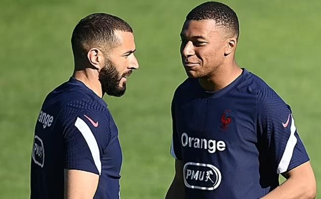 """Benzema giúp Real """"bôi trơn"""" thương vụ Mbappe"""