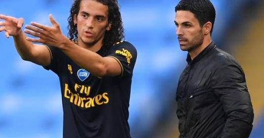 """Thấy gì từ động thái quyết đẩy """"trẻ hư"""" khỏi Emirates của Mikel Arteta?"""