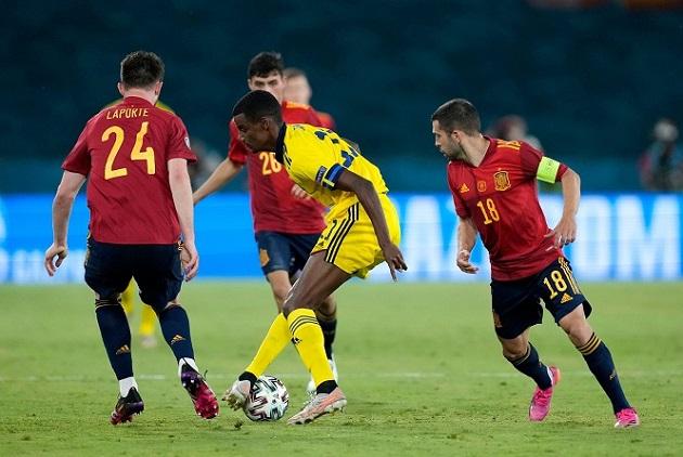 Đánh giá 2 mục tiêu của Arsenal: Dominic Calvert-Lewin vs Alexander Isak