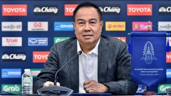 """""""Sếp lớn"""" Thái Lan úp mở về tương lai của HLV Nishino"""