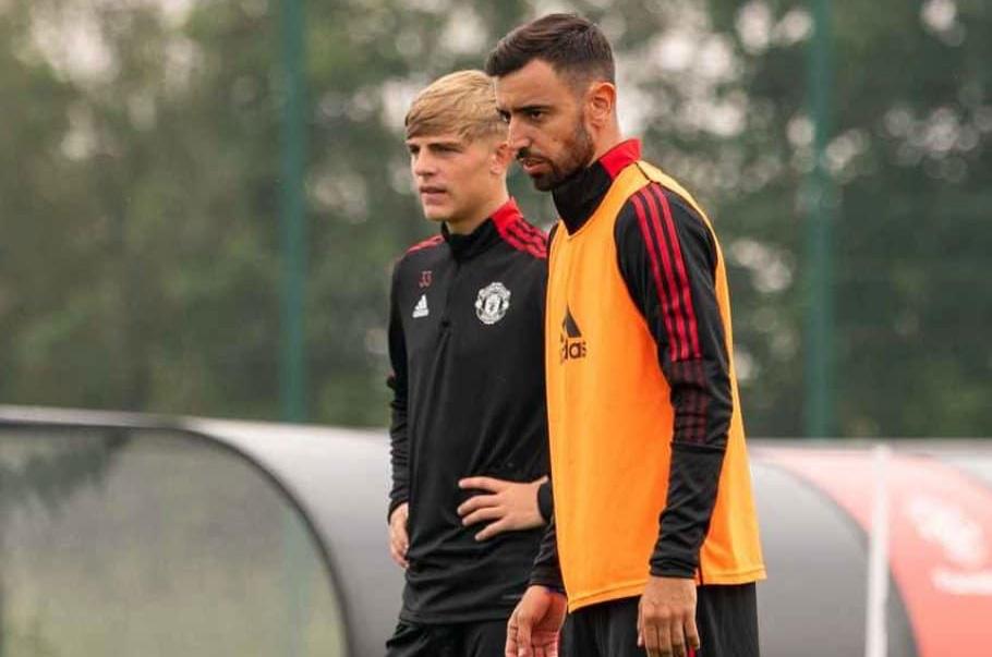 Vừa trở lại M.U, Fernandes phô diễn kỹ thuật điêu luyện