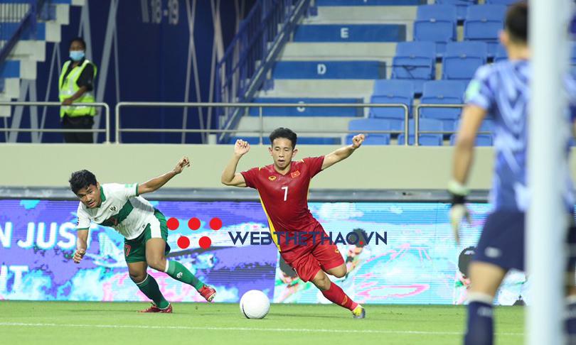 """Thầy Park nóng mặt trước lối chơi """"chém đinh, chặt sắt"""" của Indonesia"""