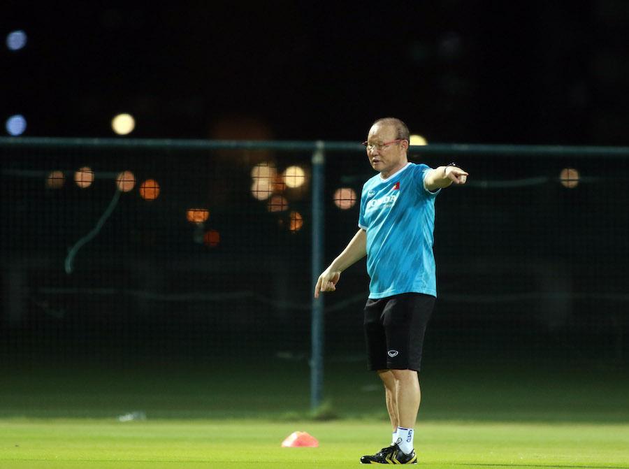 Chi tiết đặc biệt trong việc thầy Park bị cấm chỉ đạo trận gặp UAE