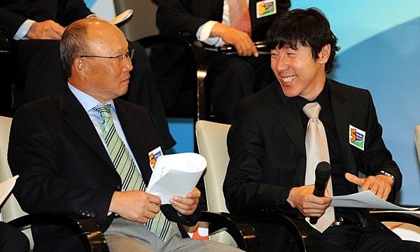 Cuộc đối đầu Park Hang Seo vs Shin Tae Yong qua góc nhìn truyền thông Hàn Quốc
