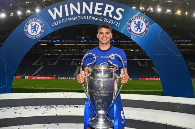 Thiago Silva thể hiện tham vọng, Chelsea mừng thầm