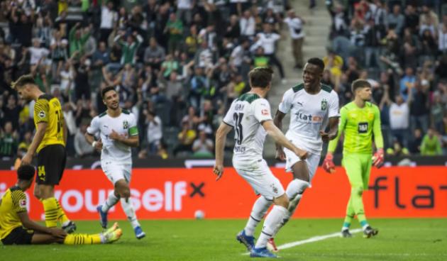 Không Haaland, 10 người Dortmund để thua Borussia Moenchengladbach