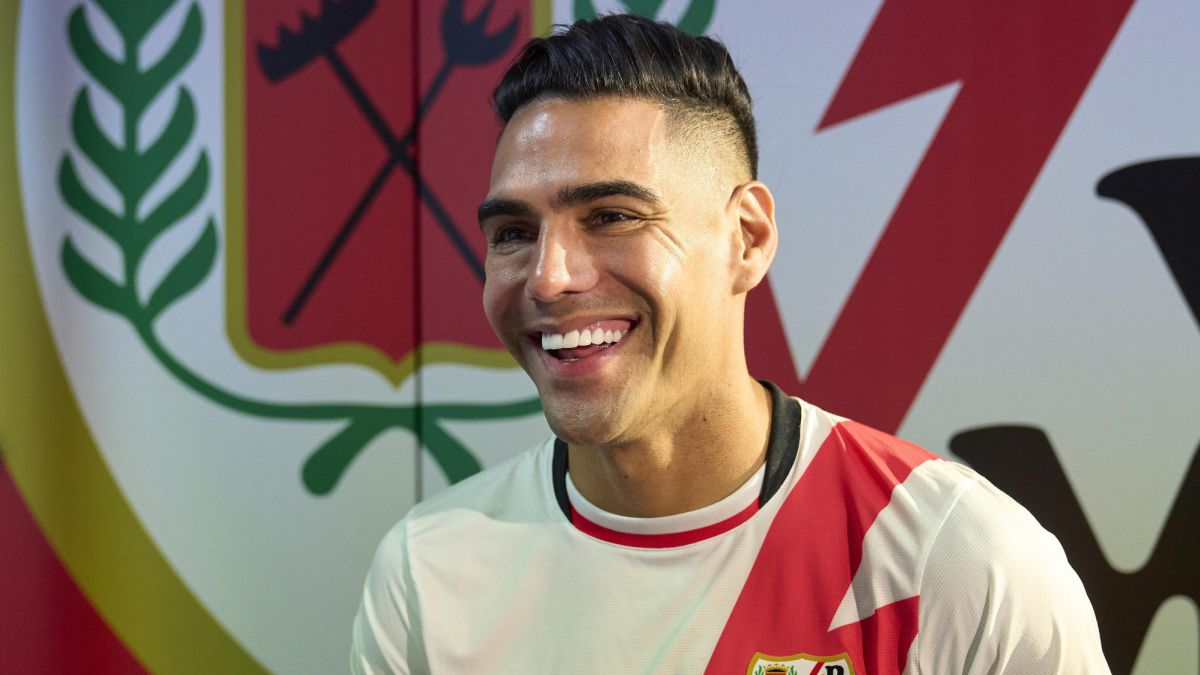 Khoác số áo lạ, Falcao ghi bàn ra mắt giúp đội nhà thắng đậm