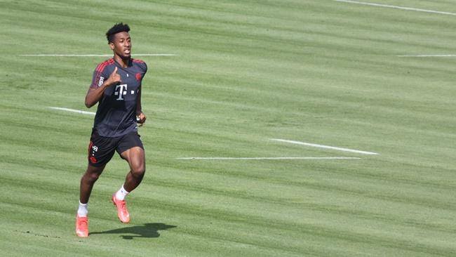 Bayern đón tin vui từ cơn lốc đường biên