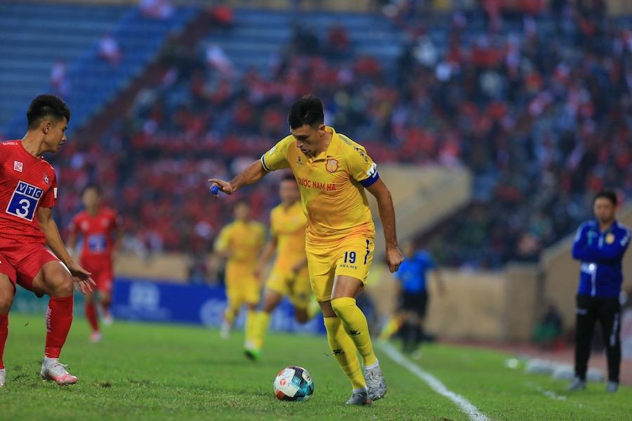 HLV Nam Định nghi ngờ sẽ có tác động từ bên ngoài ở trận đấu với SLNA