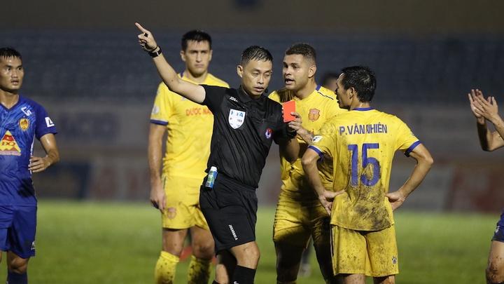 Sau sự cố trận Quảng Nam vs Nam Định, Ngô Duy Lân nghỉ làm nhiệm vụ ở V.League 2020